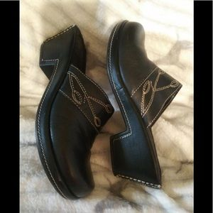 High Sierra Black Leather Clogs Shoes 🛺